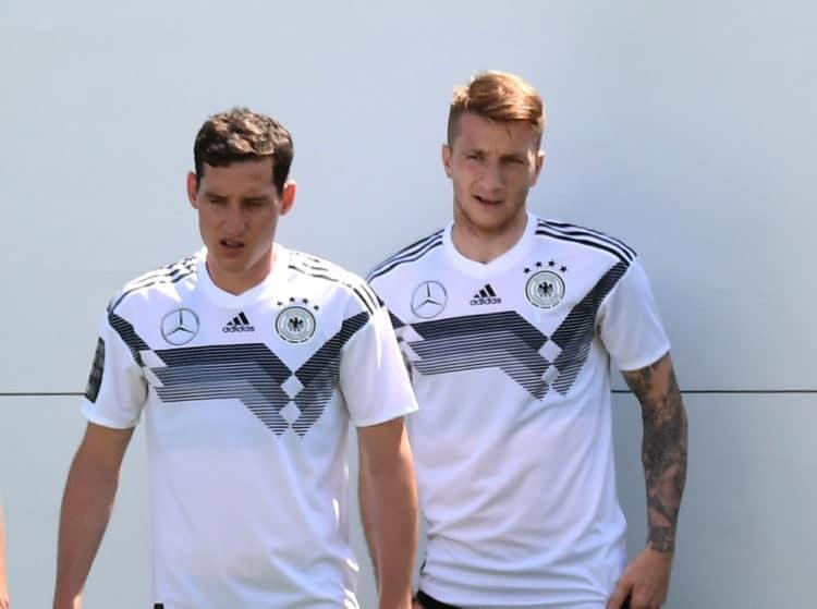 Marco Reus (rechts) im DFB-Trainingslager 2018 in Südtirol im neuen DFB-Trikot 2018. Er wird die Nummer 11 tragen! (Foto AFP)