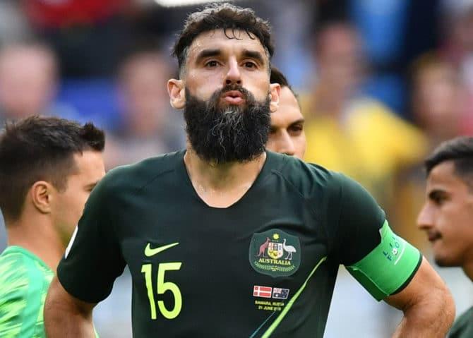 Mile Jedinak – Kapitän und Doppeltorschütze – zwei Mal verwandelt er die Elfmeter bei der Fußball WM 2018 – dabei trägt er die ungewohnte nummer 15 auf dem Australien Trikot 2018 von nike. (Foto AFp)