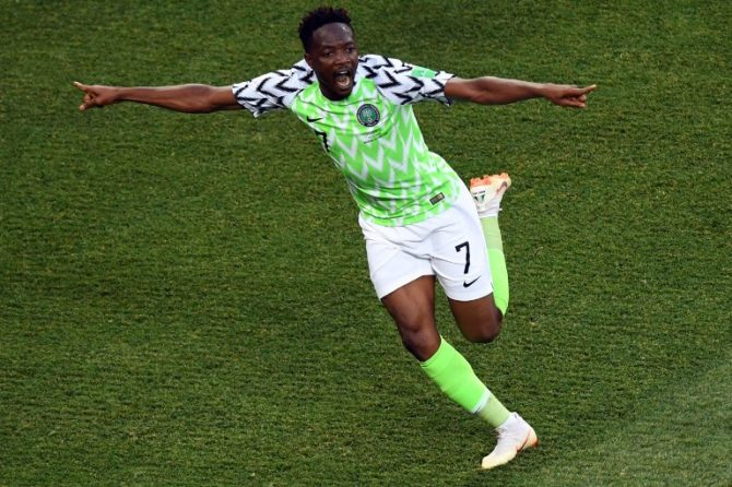 Nigeria's Stürmer Ahmed Musa erzielt 2 Tore gegen Island am 22.Juni 2018. / AFP PHOTO / Philippe DESMAZES /
