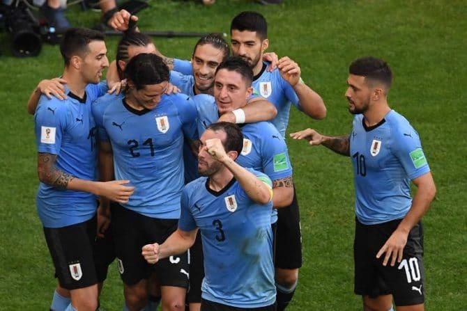 Uruguay's Stürmer Edinson Cavani feiert sein Tor gegen Russland und den Einzug ins WM-Achtelfinale am 25.Juni 2018. / AFP PHOTO / Manan VATSYAYANA