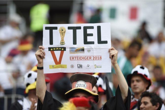 Winkt heute das WM-Achtelfinale? Deutschland hofft immer noch auf die Titelverteidigung. (A.RICARDO / Shutterstock.com)