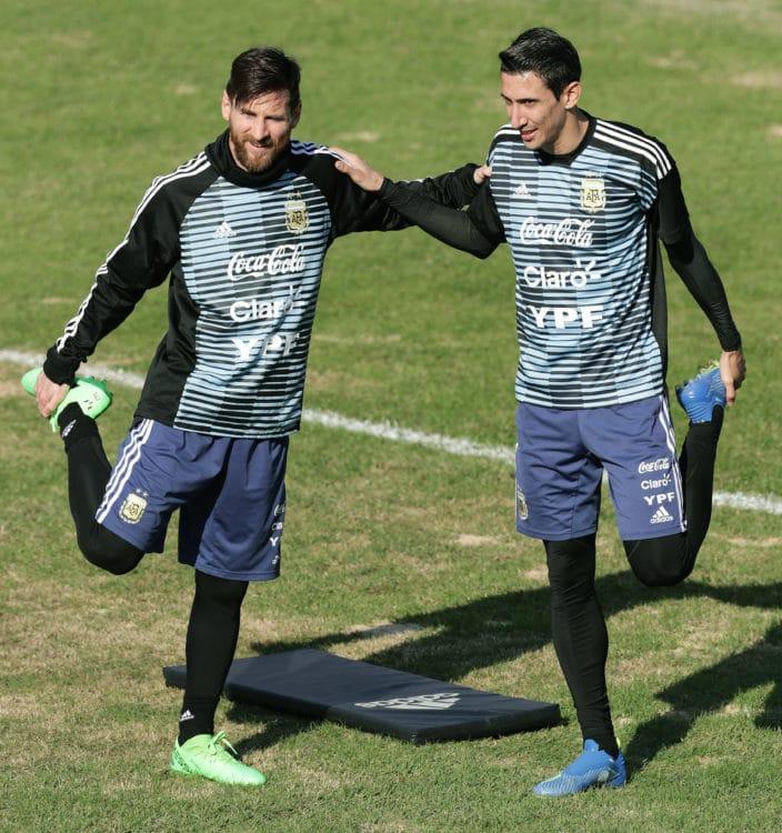 Beide nicht dabei im Kader von Argentinien: Argentiniens Lionel Messi (L) und Angel Di Maria beim Training in Buenos Aires. / AFP PHOTO / Alejandro PAGNI