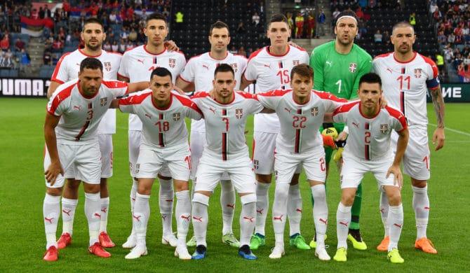 Die Serbische Fußballnationalmannschaft im neuen weißen Awaytrikot 2018 / AFP PHOTO / JOE KLAMAR
