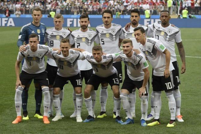 Die Startaufstellung von Deutschland gegen Mexiko / AFP PHOTO / Juan Mabromata /