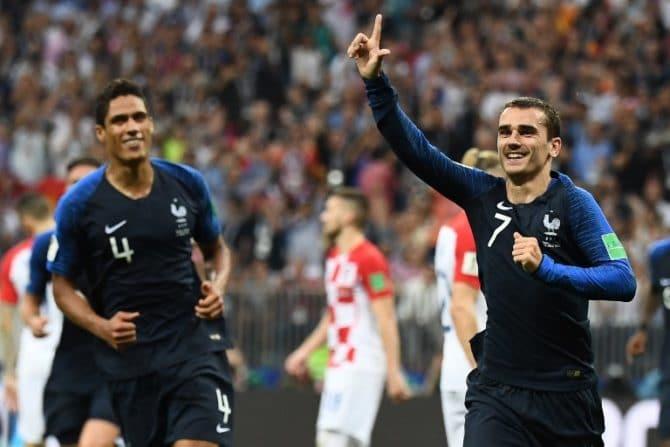 Frankreichs Stürmer Antoine Griezmann trifft im WM-Finale per Elfmeter zum 2:1 gegen Kroatien im Luzhniki Stadium in Moskau am 15. July 2018. / AFP PHOTO / FRANCK FIFE