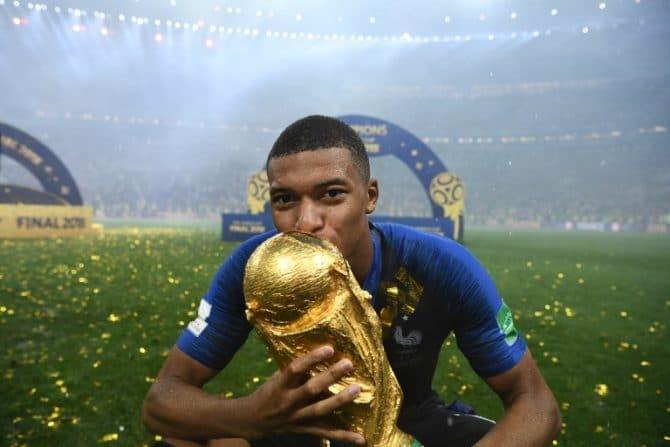 Kylian Mbappe wird Weltmeister 2018 mit Frankreich - im September wartet der alte Weltmeister ! / AFP PHOTO / FRANCK FIFE