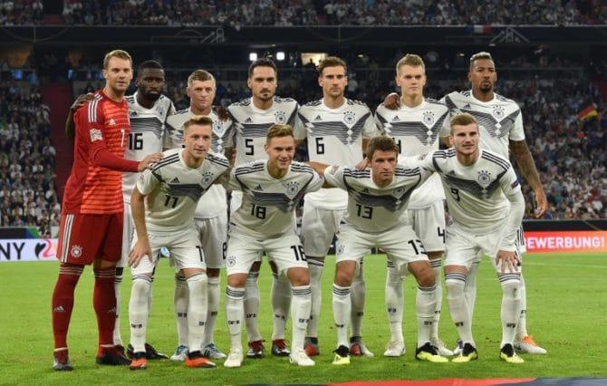 Die deutsche Aufstellung gegen Frankreich in der UEFA Nations League am 6. September 2018 in München. / AFP PHOTO / Christof STACHE