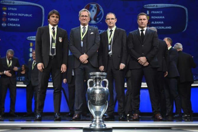 Trainer bei der Gruppenauslosung zur Fußball EM 2016 AFP PHOTO / LIONEL BONAVENTURE / AFP / LIONEL BONAVENTURE