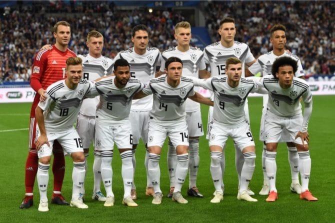 Die deutsche Aufstellung am 16.10.2018 gegen Frankreich. (Photo by Anne-Christine POUJOULAT / AFP)