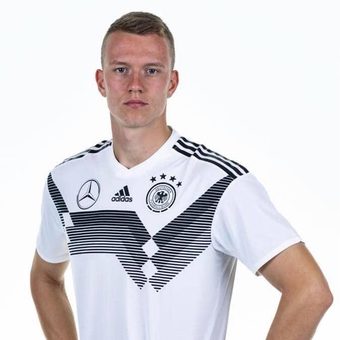 Lukas Klostermann im DFB Trikot 2019/2020 (Foto Facebook-Seite)