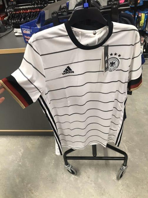 Sieht so das neue DFB Trikot 2020 aus?