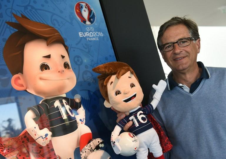 """Erik Berchet-Moguet, Designer von """"Super Victor"""", dem Maskottchen der Euro 2016 UEFA European football championship. / AFP PHOTO / PHILIPPE DESMAZES"""