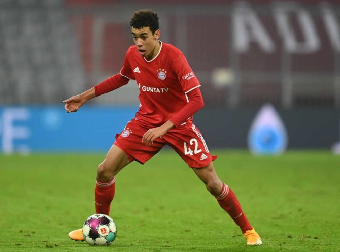Jamal Musiala im FC Bayern München Trikot - bald das erste Mal im DFB Trikot 2021? (Foto AFP)