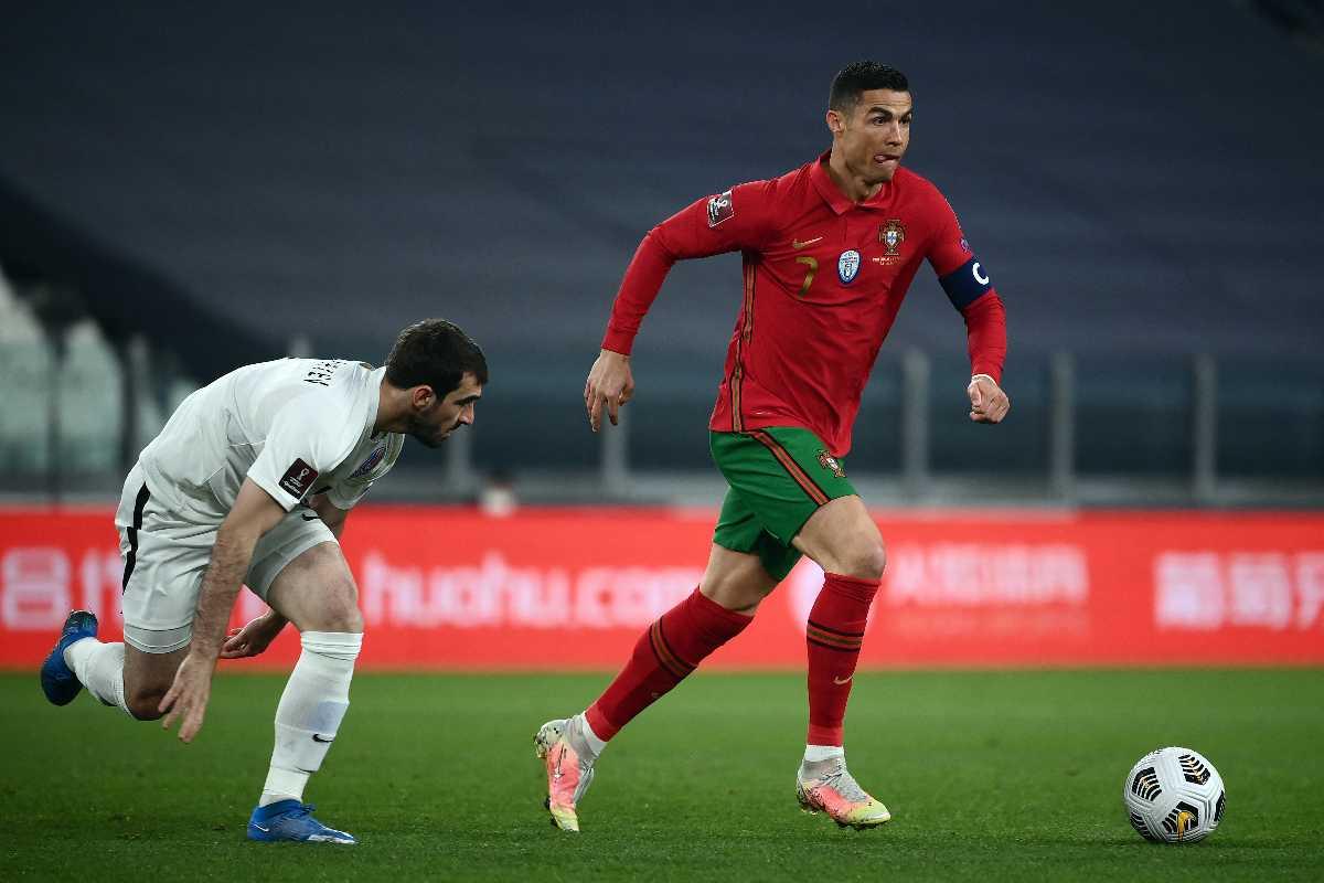 Portugals Stürmer Cristiano Ronaldo steigt heute als Titelverteidiger ins Turnier ein. (Photo by Marco BERTORELLO / AFP)