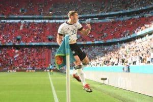 Deutschlands Verteidiger Robin Gosens feiert ein nicht anerkanntes Tor während des Fußballspiels der UEFA EURO 2020 Gruppe F zwischen Portugal und Deutschland in der Allianz Arena in München, Deutschland, am 19. Juni 2021. (Foto: CHRISTOF STACHE / POOL / AFP)
