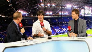 Florian König und Jens Lehmann führen durch die RTL-Übertragung des Spiels Norwegen - Deutschland