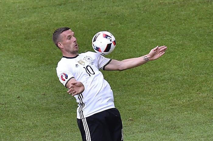 Lukas Podolski beim EM-Achtelfinale gegen die Slowakei im Pierre-Mauroy stadium in Villeneuve-d'Ascq am 26.Juni 2016. / AFP PHOTO / DENIS CHARLET